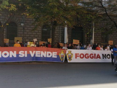 """In centinaia in piazza contro il sindaco Landella urlando """"Foggia non si vende"""""""
