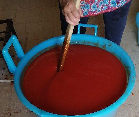 La tradizione pugliese della salsa fatta in casa
