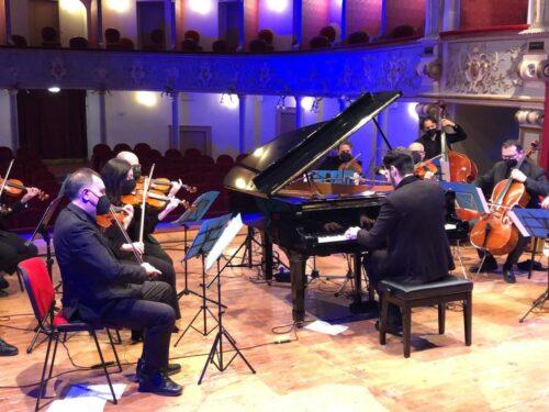 Padula e l'Orchestra dei Suoni del Sud al Teatro Garibaldi per il messaggio di pace da presentare al G20